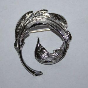 Stunning silver vintage leaf brooch